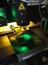 该系统采用传送带,并配有集成光路消弭相对运动