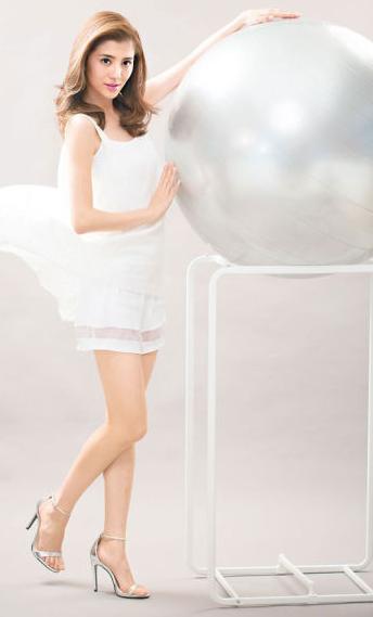 身形纤瘦的吴千语平常靠运动保持优美的线条