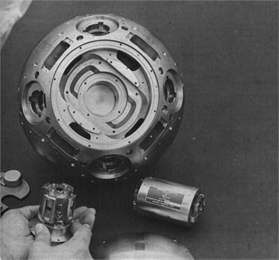 美国MX洲际导弹上的高精度机械陀螺仪(AIRS)球体,球体用400多道工艺制造