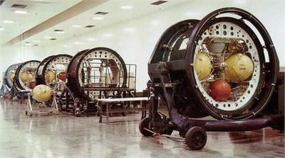 MX洲际导弹的惯性导航舱段,激光陀螺仪出现前,高精度惯性导航元件的体积和重量巨大,成本也高得惊人