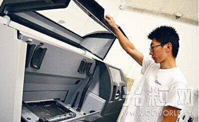 加拿大24岁华裔创业 冀将3D打印运用于电影道具