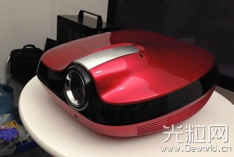 SIM2推纯激光光源3DLP家用投影机