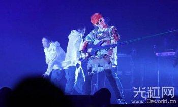BIGBANG演唱会 权志龙耍酷大玩激光吉他