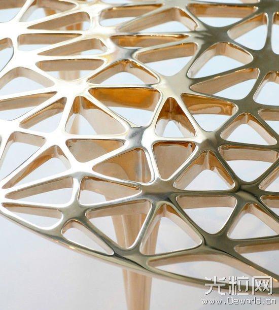 艺术家3D打印金属网状结构的雕塑家具