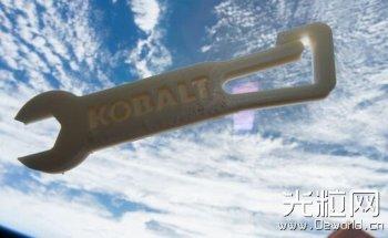 国际空间站商用3D打印机造出首个工具 - 扳手
