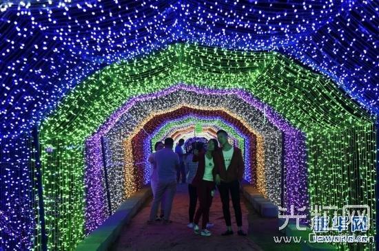 2000万盏LED灯扮靓太原北固碾花海庄园