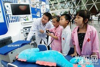 """电子胃镜搬进上海科技馆 市民体验光学""""黑科技"""""""