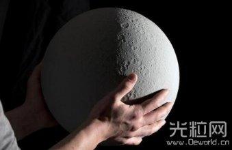 采用3D打印制作 这款仿真月球台灯果真有点酷