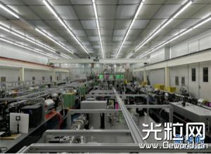 上海超短激光装置实现10拍瓦激光放大输出