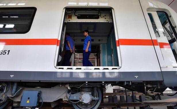 武汉有个地铁维修基地4条线共享,激光一扫就知车轮尺寸