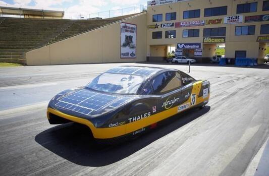 采用3D打印技术制造的太阳能电动车,可以无限续