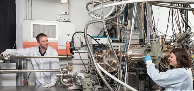 纳米科学:集成激光器的硅芯片,来自纳米线的