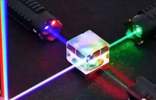 芯片级激光器诞生!能够发射基本