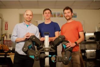 MIT研发新型双臂机器人BLUE,会插花、会叠衣、会