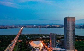 杭州亚运轮滑馆正式点亮夜景灯光