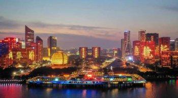 杭州钱塘江畔上演建党百年主题灯光秀